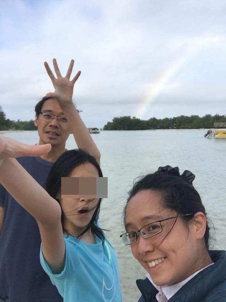 楊偉中母親曾縵雲在臉書po出兒子一家三口上月在南太平洋庫克群島度假照片,寫到「偉...