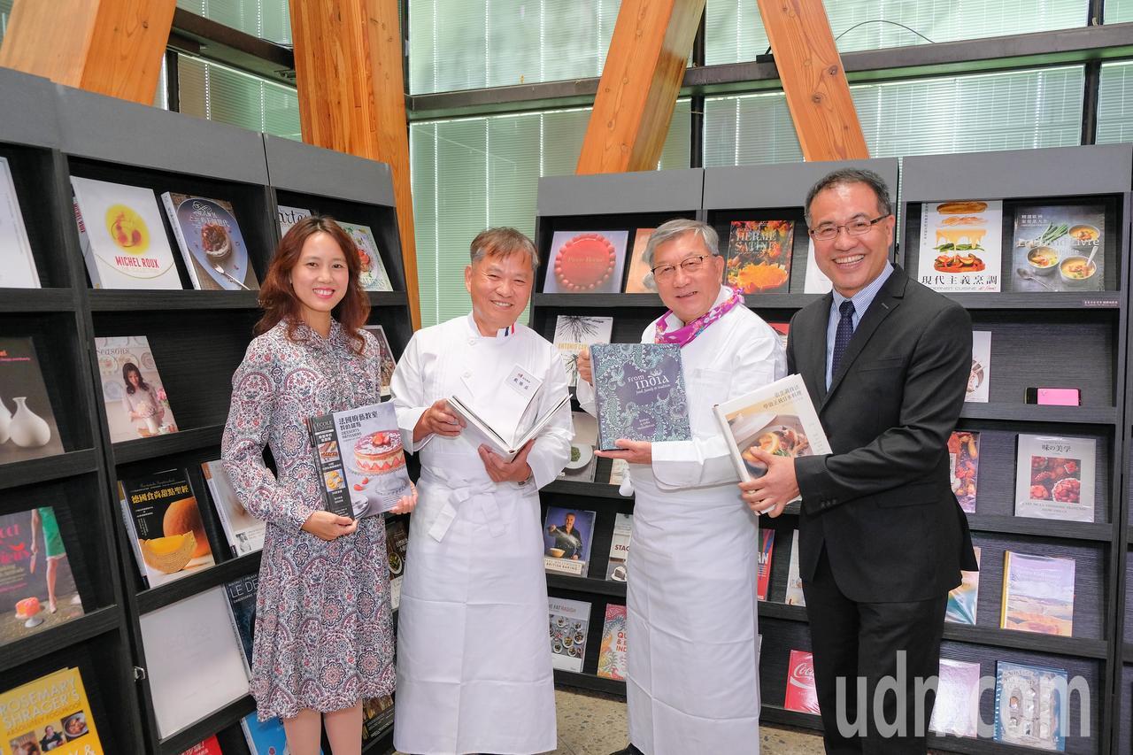 這次的餐飲主題書展包含世界頂尖主廚的作品等,適合民眾來閱讀。記者郭政芬/攝影