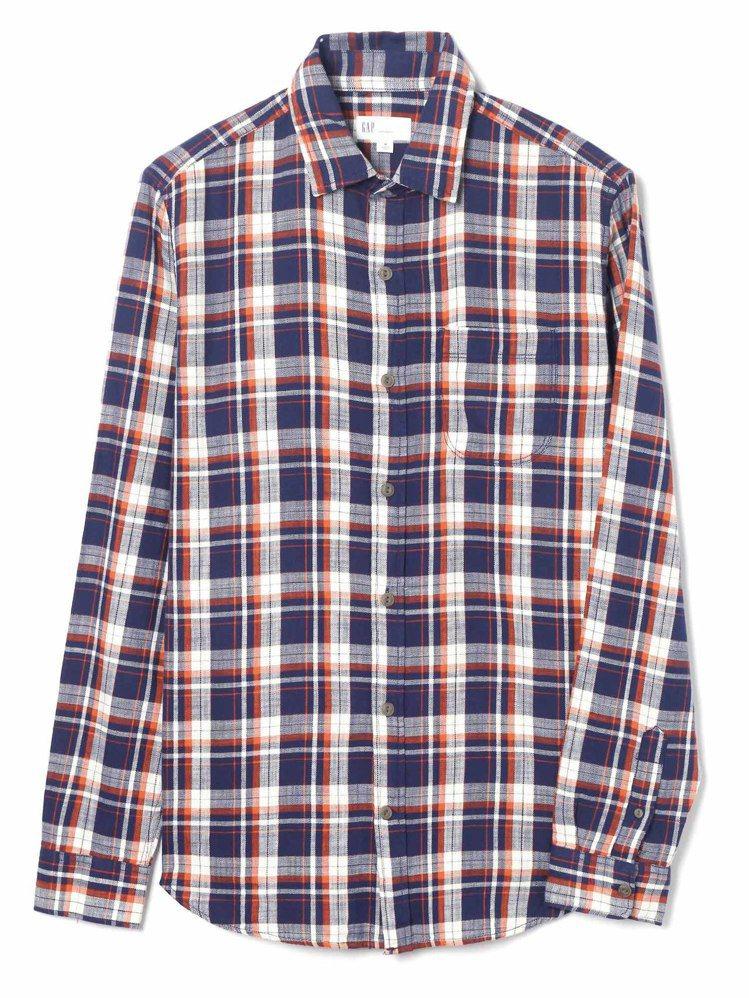 GAP男裝純棉竹節紋標準版型長袖襯衫,1,699元。圖/GAP提供