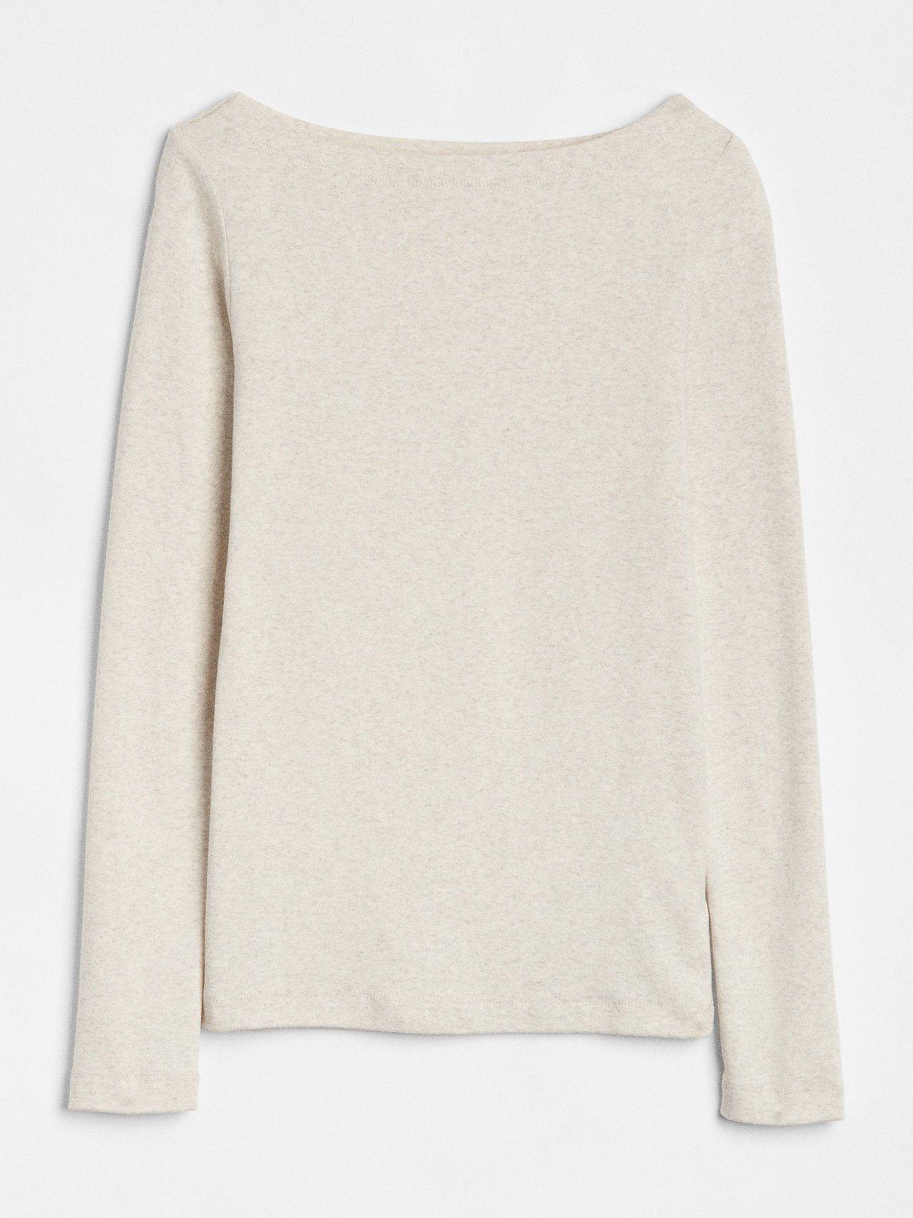 GAP女裝簡約純色船領長袖T恤,799元。圖/GAP提供