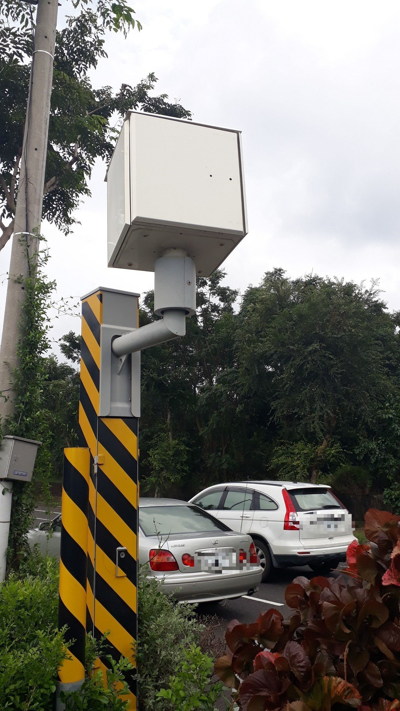 台南市新式數位取締違規駕駛照相系統,許多汽機車駕駛人收到罰單才知被拍照。記者周宗...