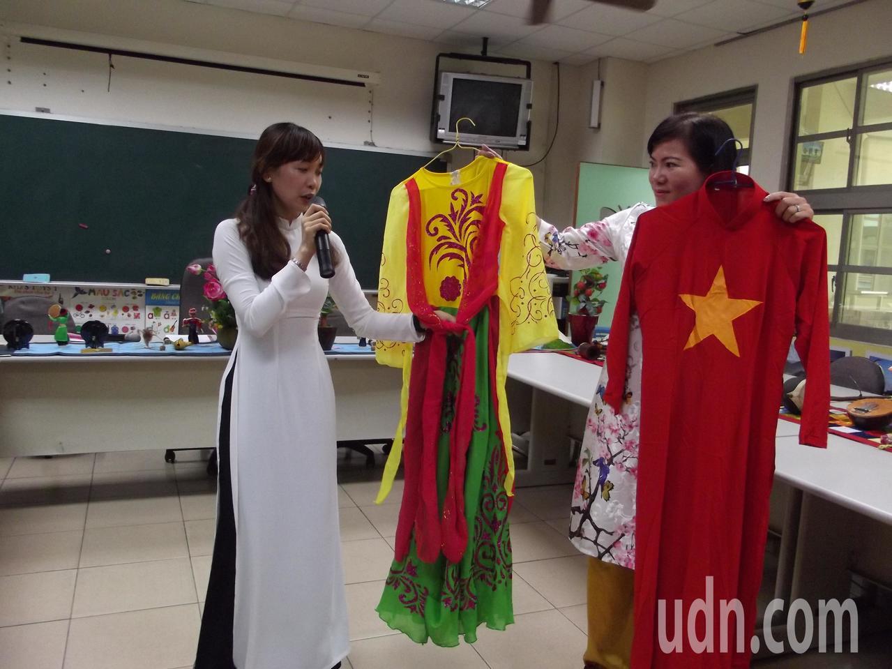 新住民姐妹介紹越南傳統服飾。記者謝恩得/攝影