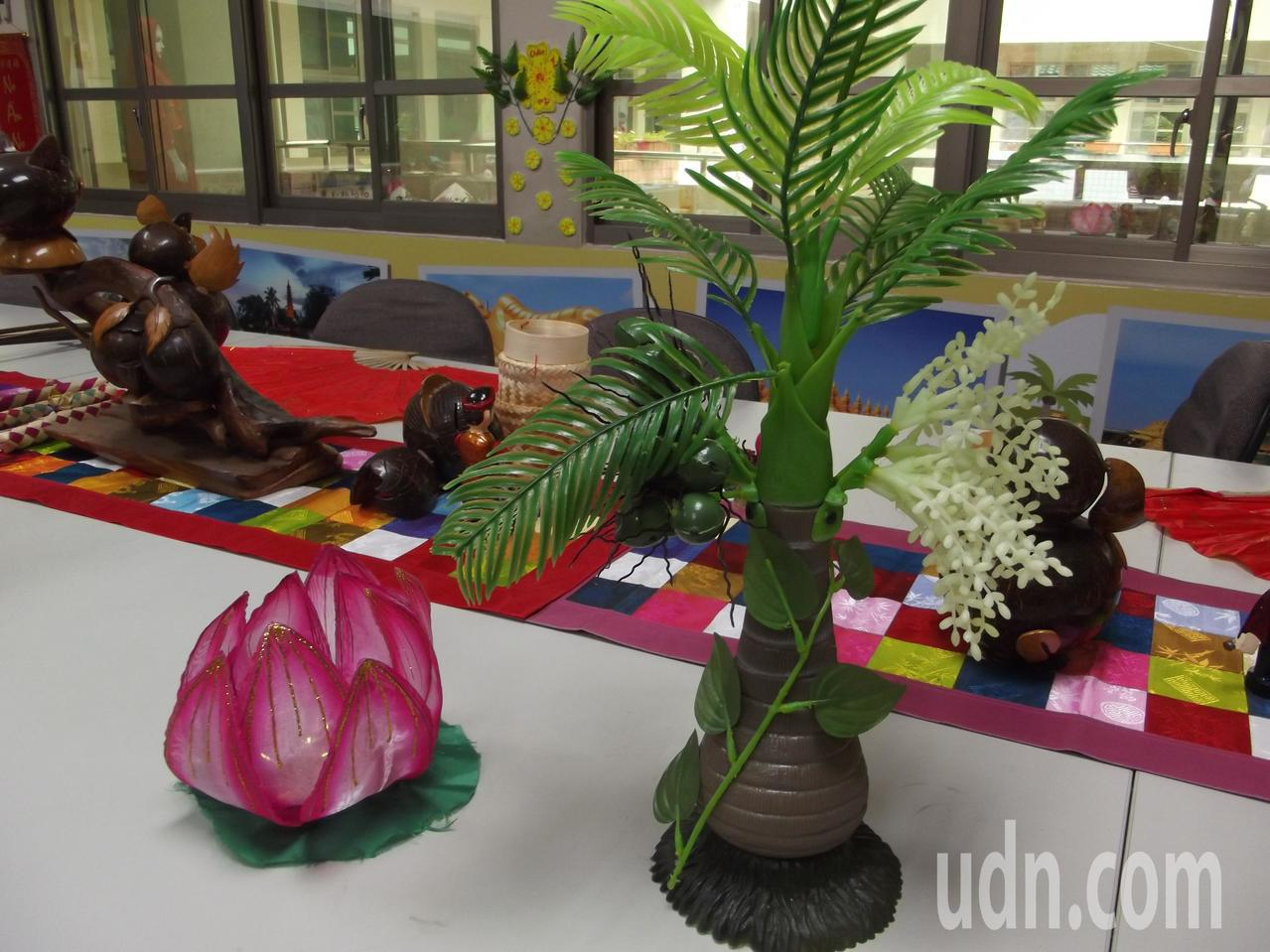 荷花(左)是越南國花,檳榔則是越南重要的民俗植物。記者謝恩得/攝影