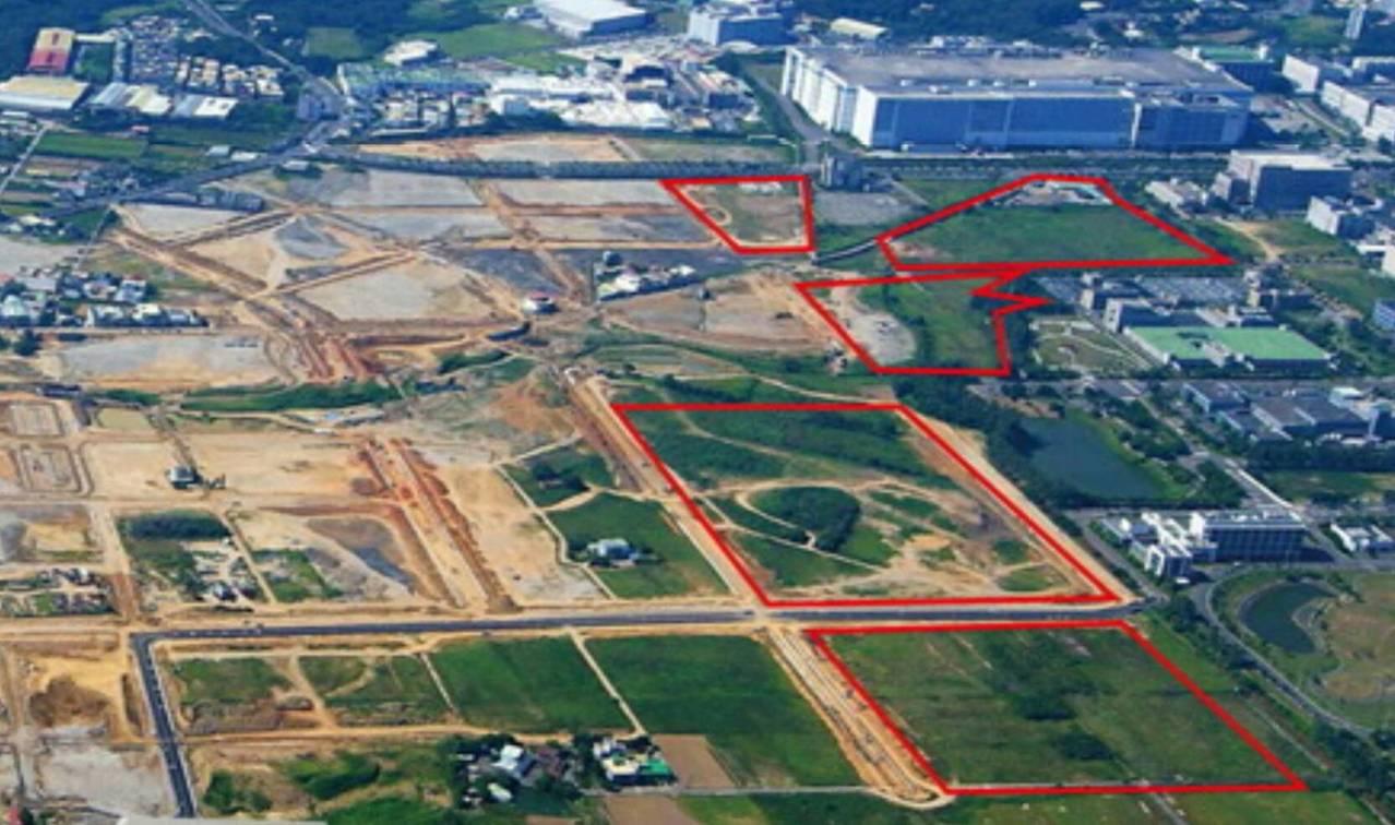 台積電將在竹南科周邊特定區占地14.3公頃的基地(下方兩塊紅色區塊)興建先進封測...