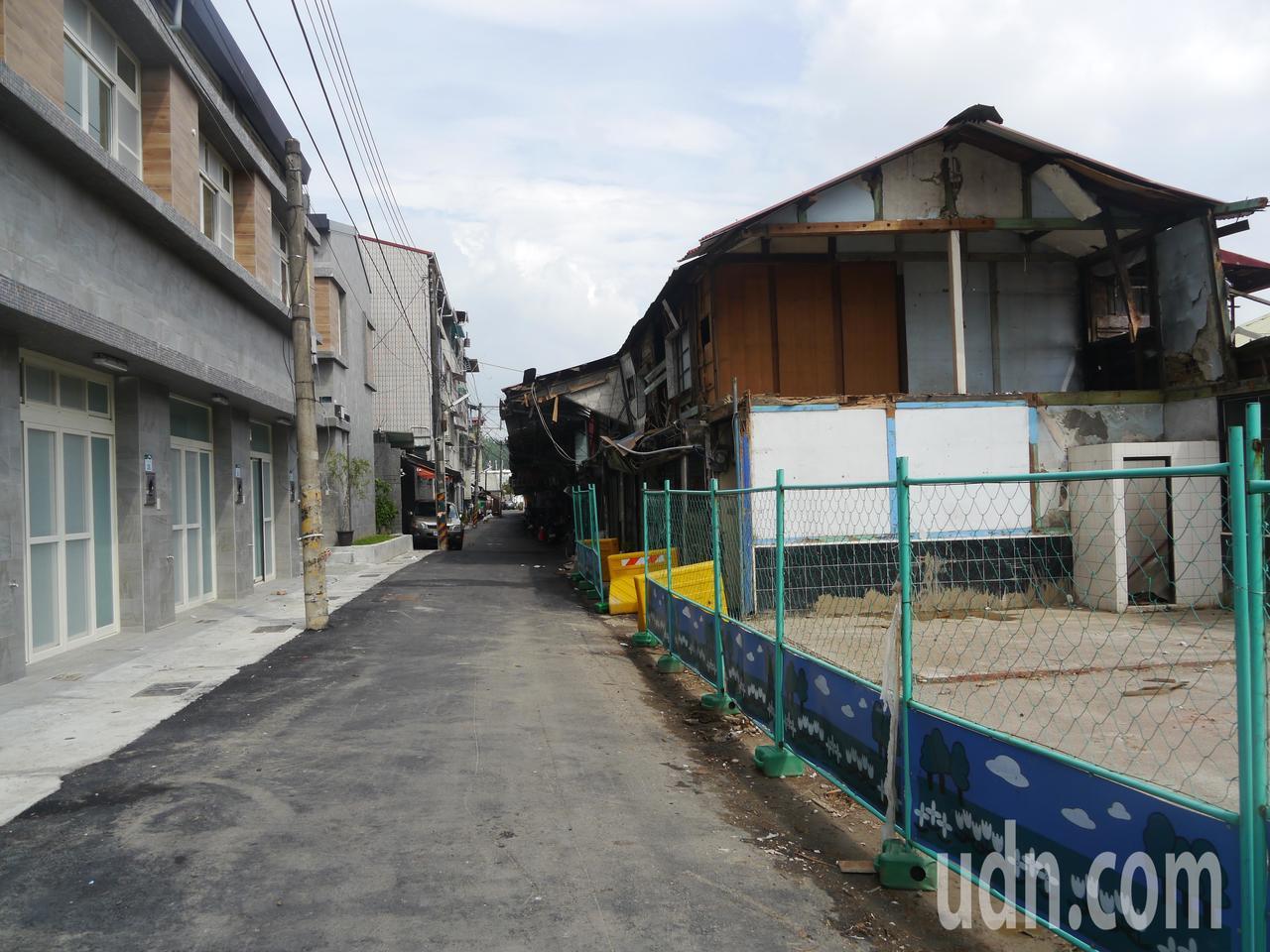 高市府水利局分階段展開拆除作業,已拆除6棟街屋(右側空地)。記者徐白櫻/攝影