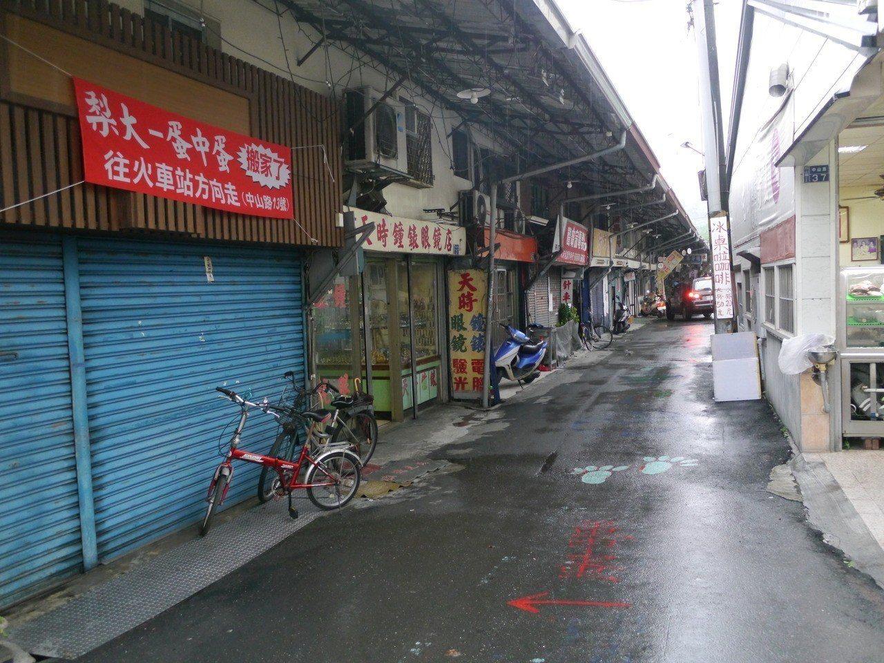 旗山大溝頂商場營業時間已經長達63年,許多老店即將消失不見。圖/本報資料照