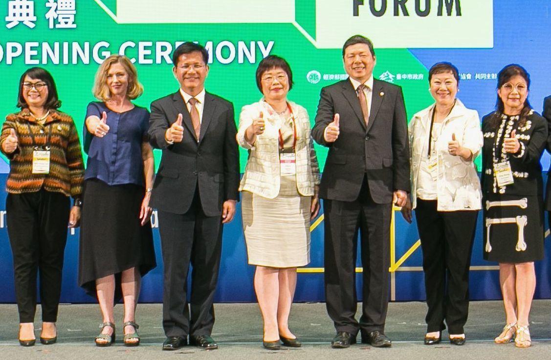 2018亞洲會展產業論壇11日舉行,包括台中市市長林佳龍(左三)、經濟部國際貿易...