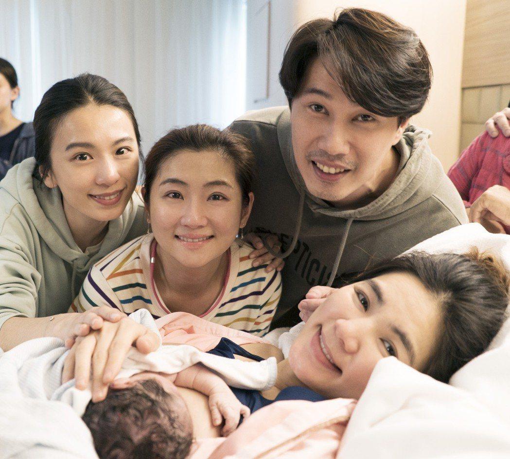 2017年,Selina與Hebe陪伴Ella生產,一起迎接勁寶出生。圖/華研提...