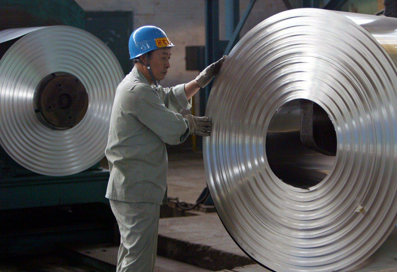 愈來愈多外商和中國企業轉移到海外生產,讓北京當局感到憂心。(路透)