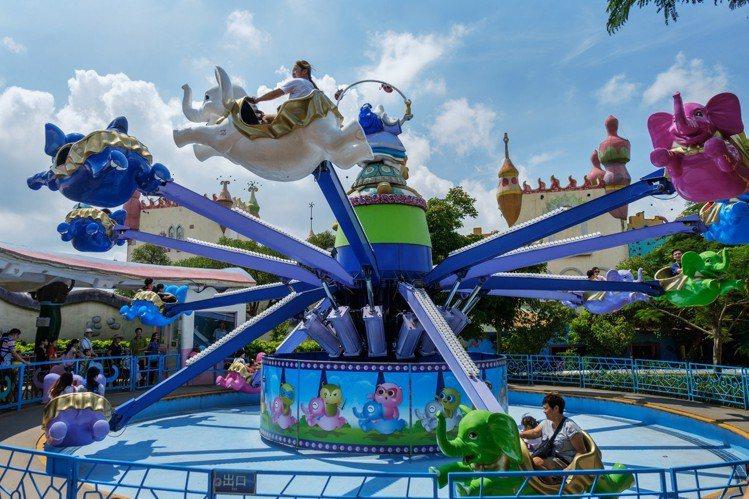 麗寶樂園渡假區腹地廣大,不但可以玩樂園、逛OUTLET、開卡丁、搭摩天輪,還可入...