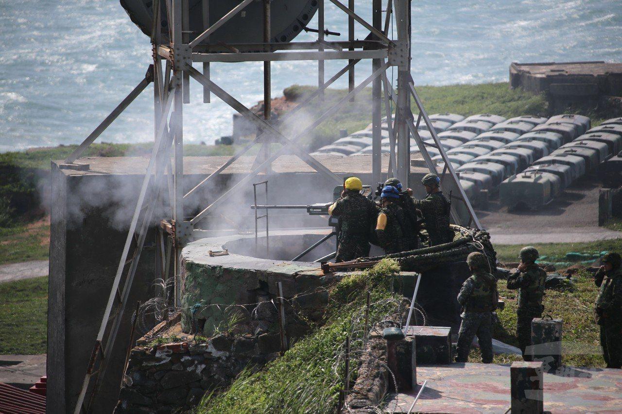 海軍陸戰隊烏坵守備大隊射擊20公釐T75機砲。圖/軍聞社