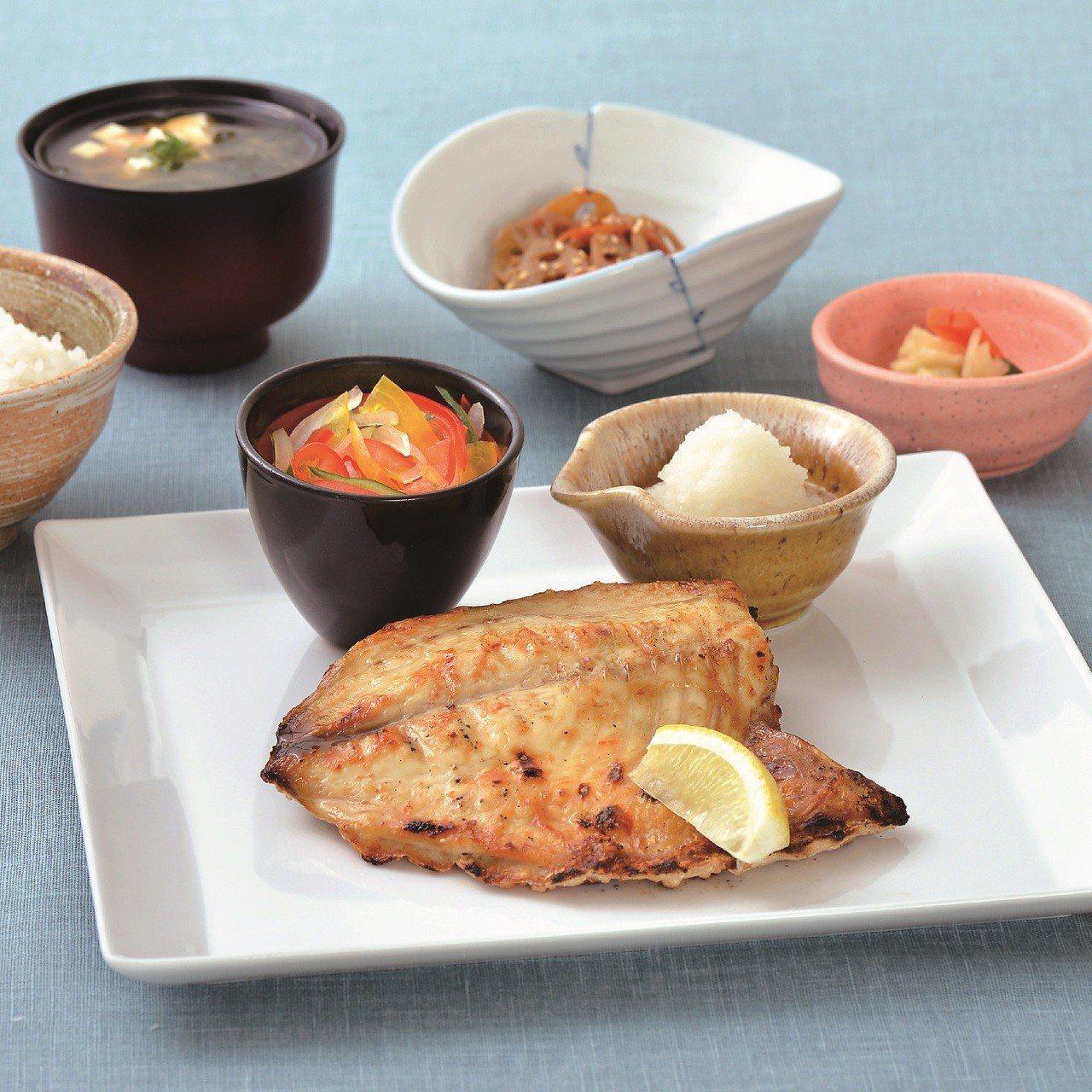 大戶屋季節限定的炭烤黃金鯧定食,每份390元。