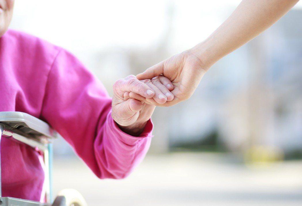 以安寧緩和醫療為核心的病人自主權利法,將以病患意願為優先。 圖╱123RF