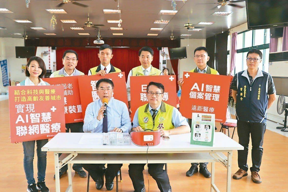民進黨台南市長參選人黃偉哲(前排左)昨在召開「智慧醫療」記者會後受訪表示,日本政...