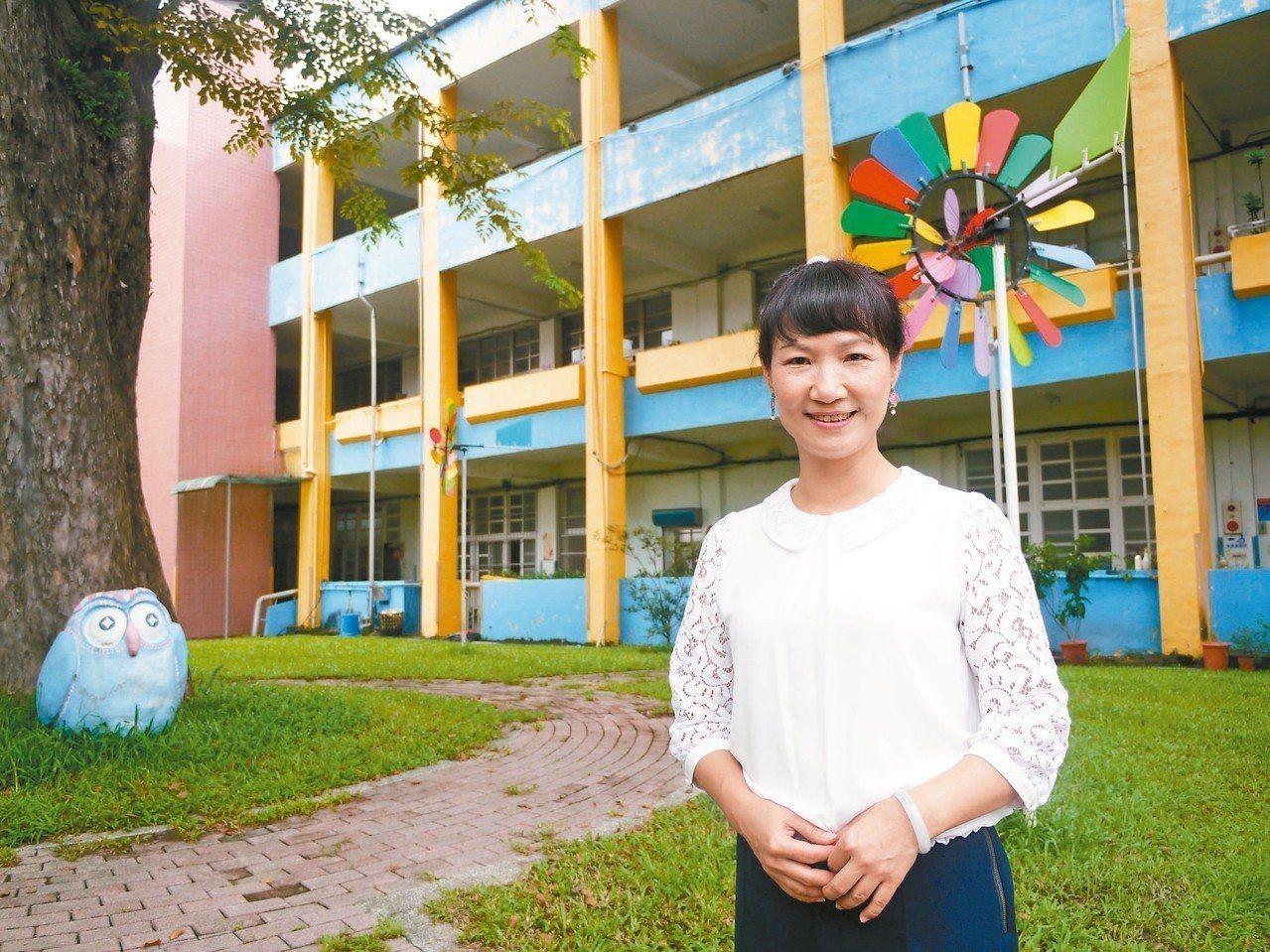 高市美濃國小校長楊瑞霞熱愛教育,百年老校在她帶領下充滿活力。 記者徐白櫻/攝影