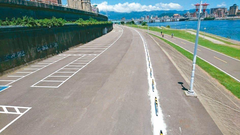 忠孝碼頭附近新增停車場試營運,9月底前免收費。 記者陳珮琦/翻攝