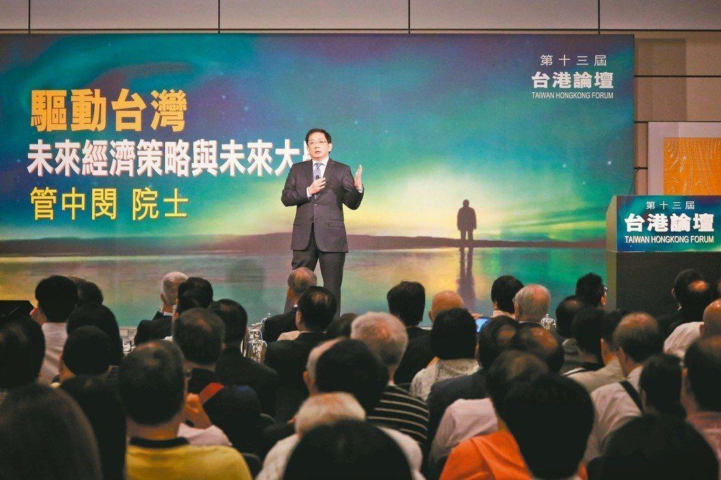 中研院院士管中閔(台上者)昨受邀在香港演講。 香港中通社