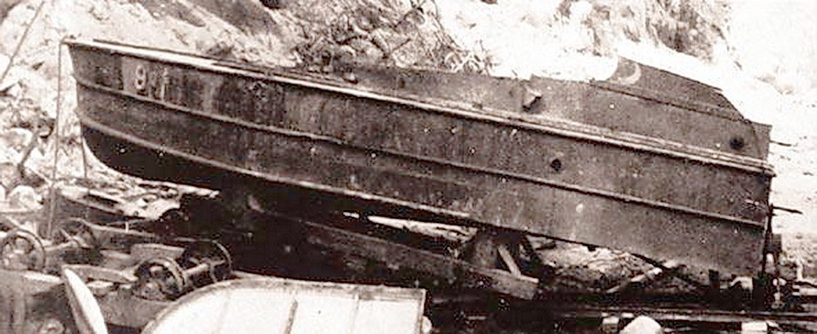 「震洋艇」是二戰時日本設計作為自殺式攻擊的特攻兵器。 圖/郭吉清提供 來源/寫真...