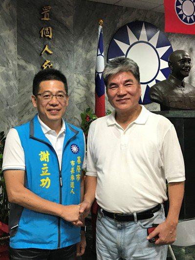 國民黨基隆市長參選人謝立功(左),昨天宣布李鴻源擔任他的市政規劃總召集人。記者吳...