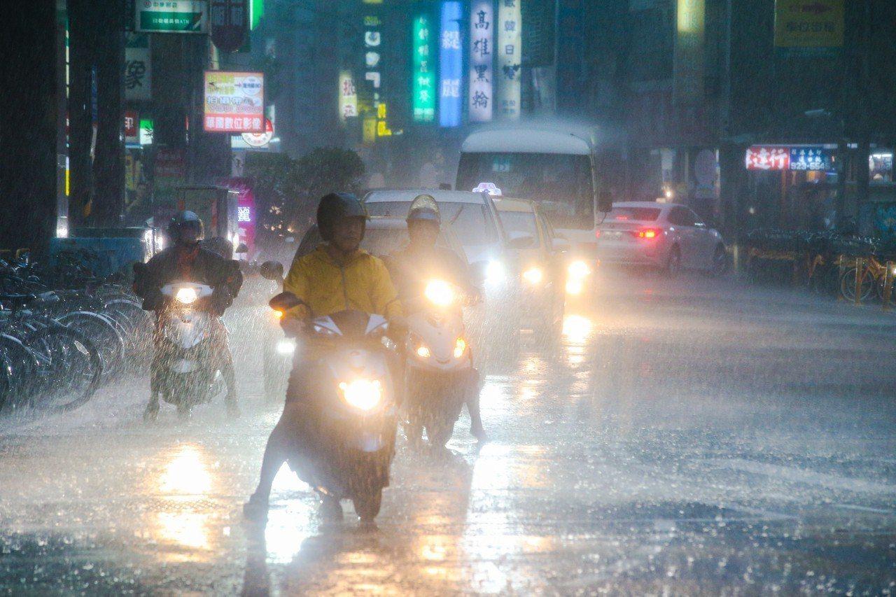 北北基9月8日強降雨多處淹水,台北市傳出213處淹水災情,外界質疑治水破功。圖/...