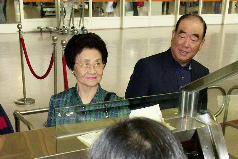 圖為郝柏村(右)與夫人郭菀華(左)。聯合報系資料照