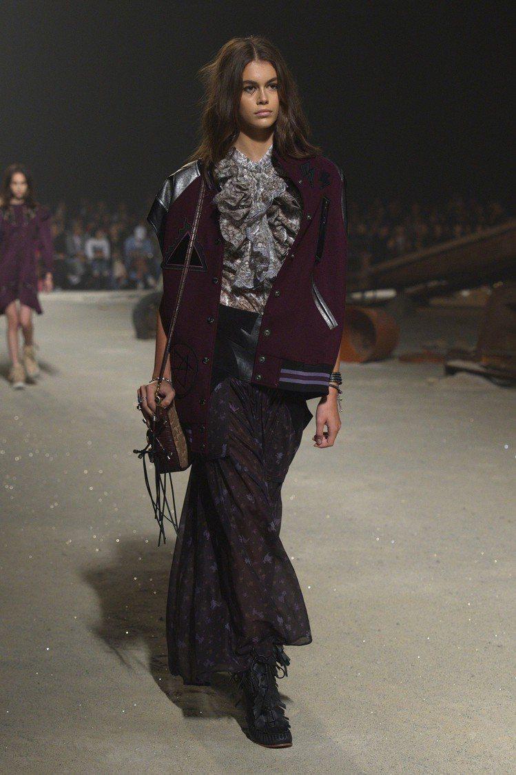 凱亞葛柏幾乎出席了所有紐約時裝周的各品牌大秀,堪稱當前最紅的模特兒。圖/COAC...