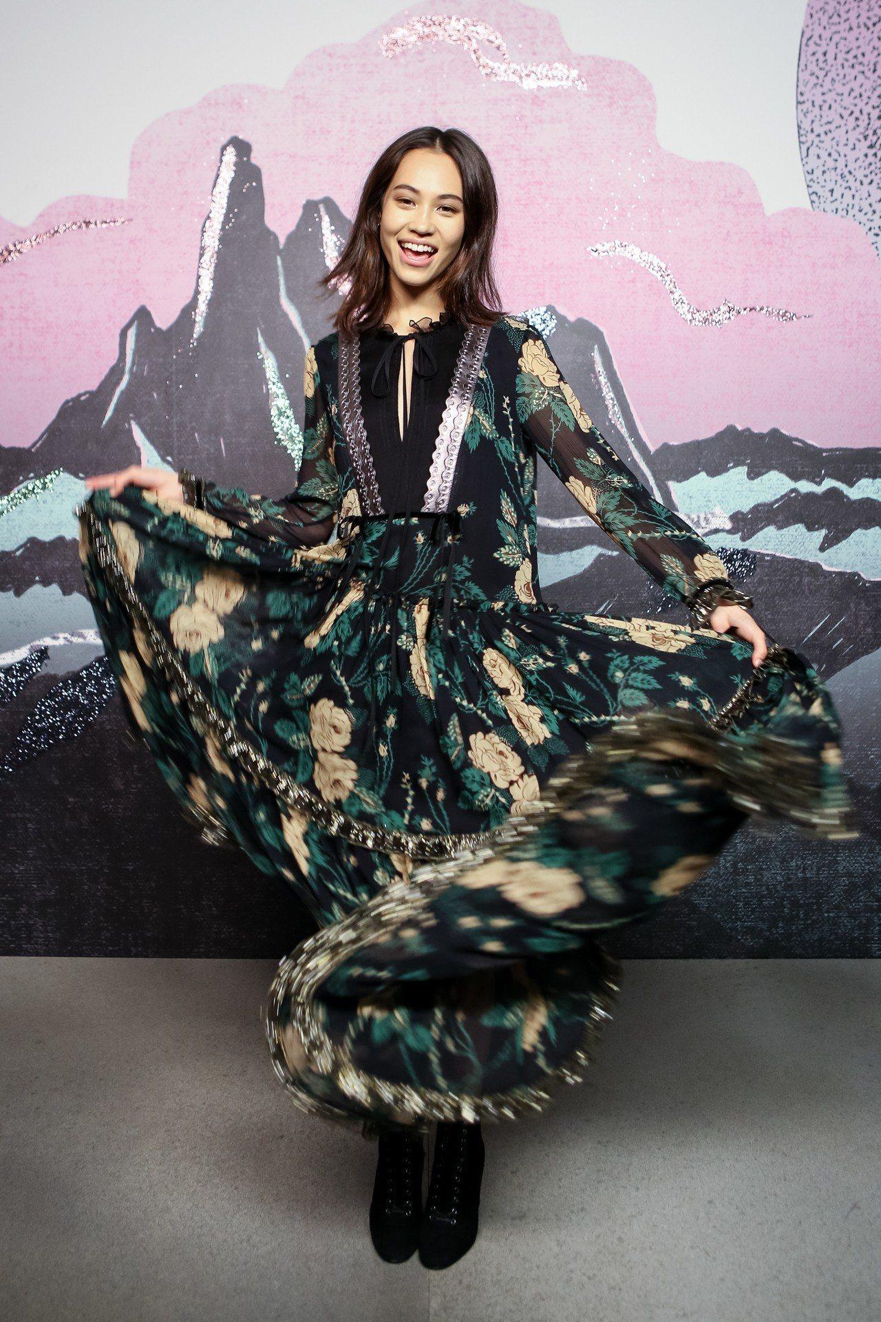 俏皮的水原希子出席COACH在紐約時裝秀發表。圖/COACH提供 楊詩涵