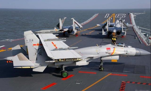 殲-15被認為是中共目前唯一的一款艦載機,是中共根據Su-33戰鬥機原型機的仿製...