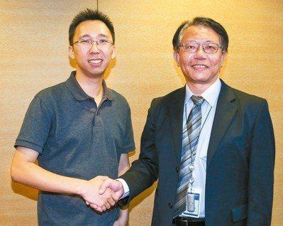 曠視技術長唐文斌(左)和亞太電信總經理特助王景裕攜手合作。 記者陳柏亨/攝影
