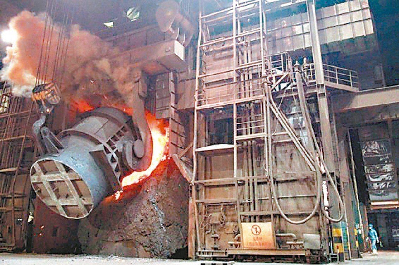 大陸新一輪秋冬季汙染防治行動將從11月開始,大陸鋼廠首當其衝。 本報系資料庫