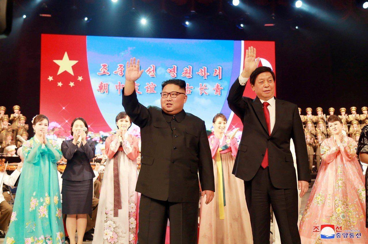 北韓領導人金正恩10日再度會見到訪的中國全國人大常委會委員長栗戰書,隨後還為中國...