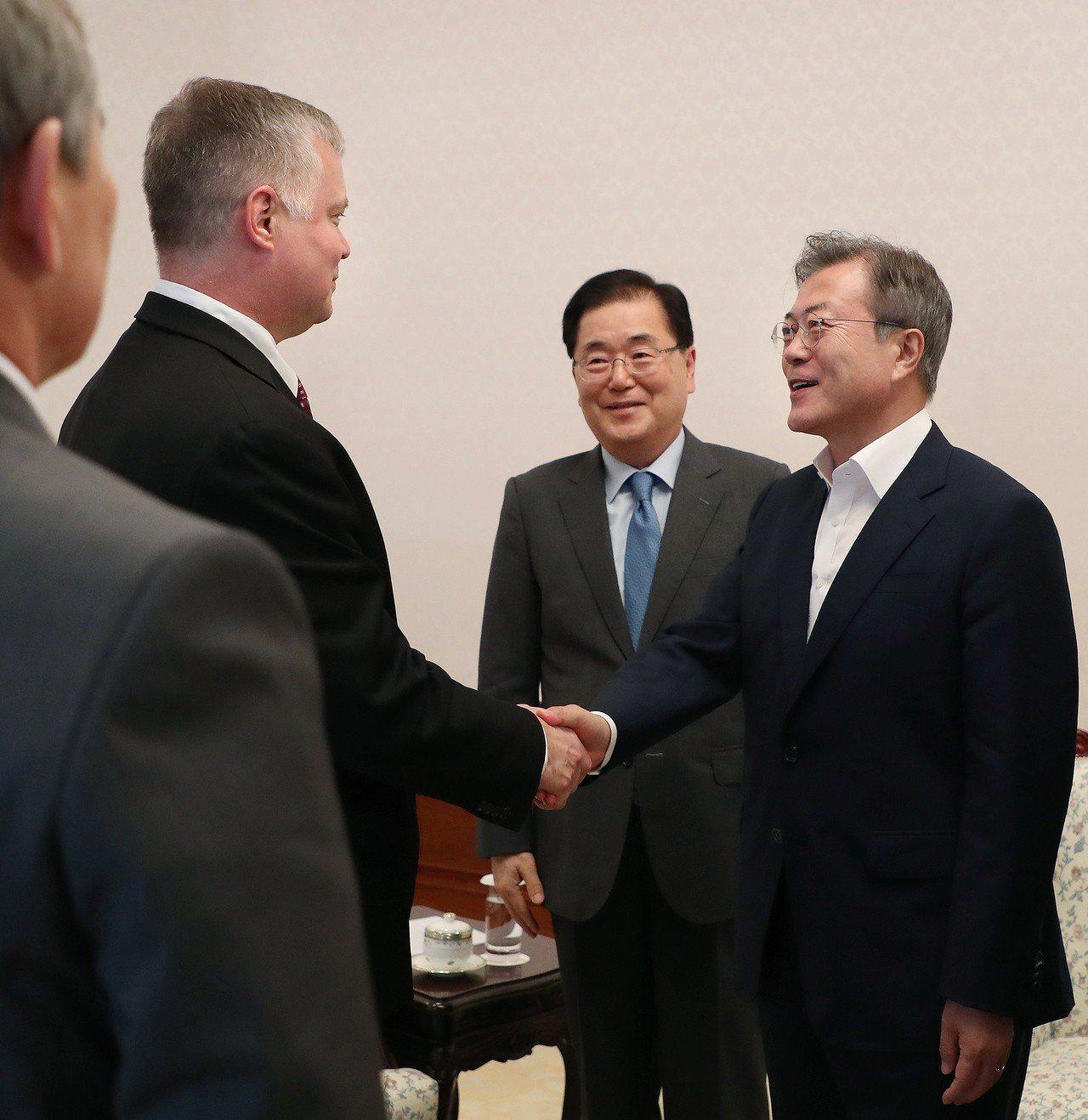 美國的北韓政策特別代表畢根(Stephen Biegun)11日在首爾拜會文在寅...