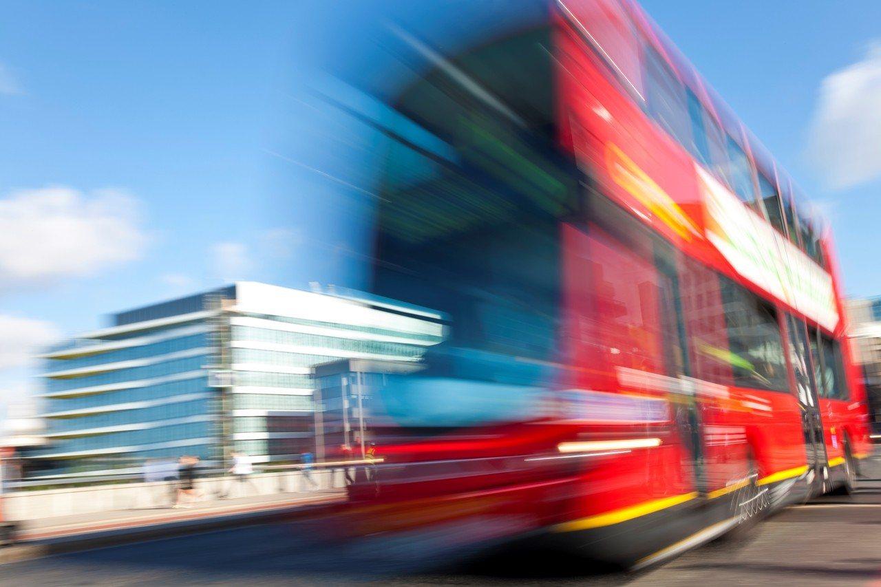 示意圖。巴士迷與兩名同好夜「爆」站長室案,負責駕走巴士接載同黨的青年早前認罪。圖...