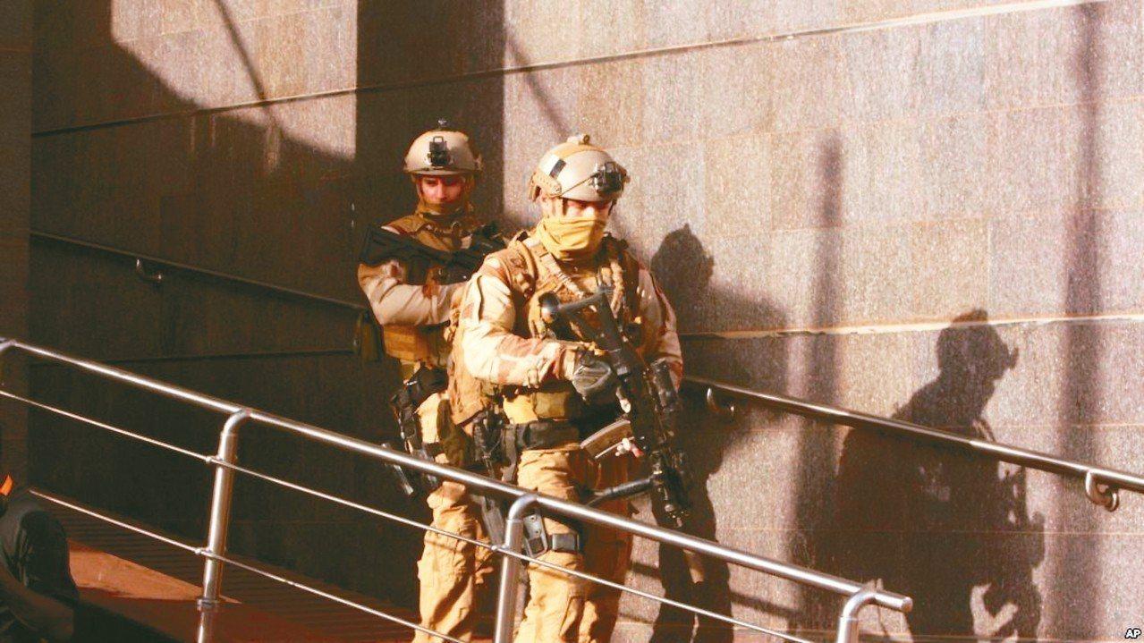 美軍在非洲地區打擊暴力極端主義分子檔案照。 美聯社