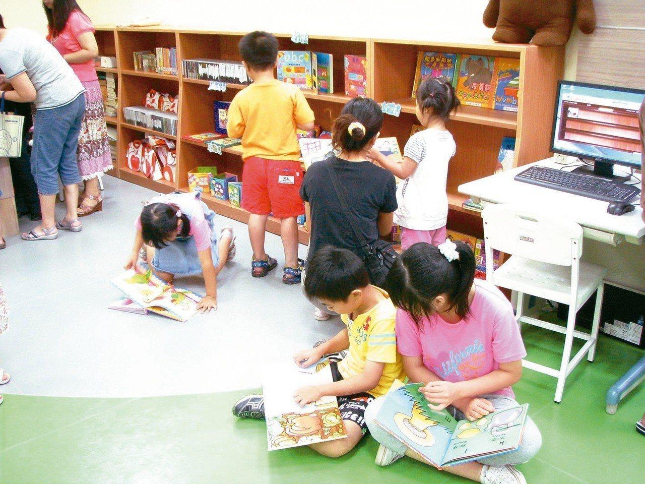 台北市龍安國小推薦童書《穿裙子的男孩》,在校園張貼書介,有家長認為是鼓吹學童變裝...