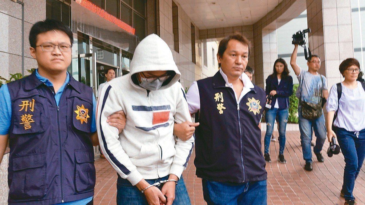 警方上午移送殺人共犯高姓男子移送。 記者劉星君/攝影