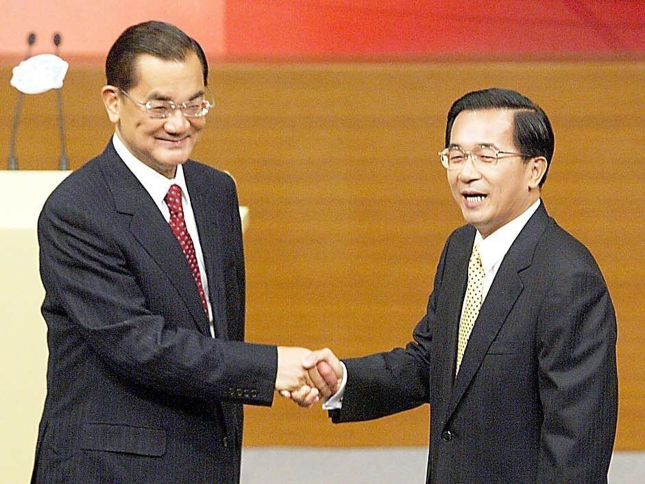 連戰二度參選總統失利,皆敗給代表民進黨參選的陳水扁。圖/聯合報系資料照片