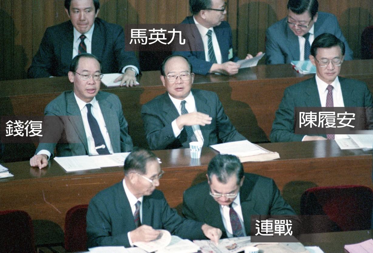 1988年立院首長座席一景,當年連戰為外交部長,錢復為經建會主委,陳履安任職經濟...