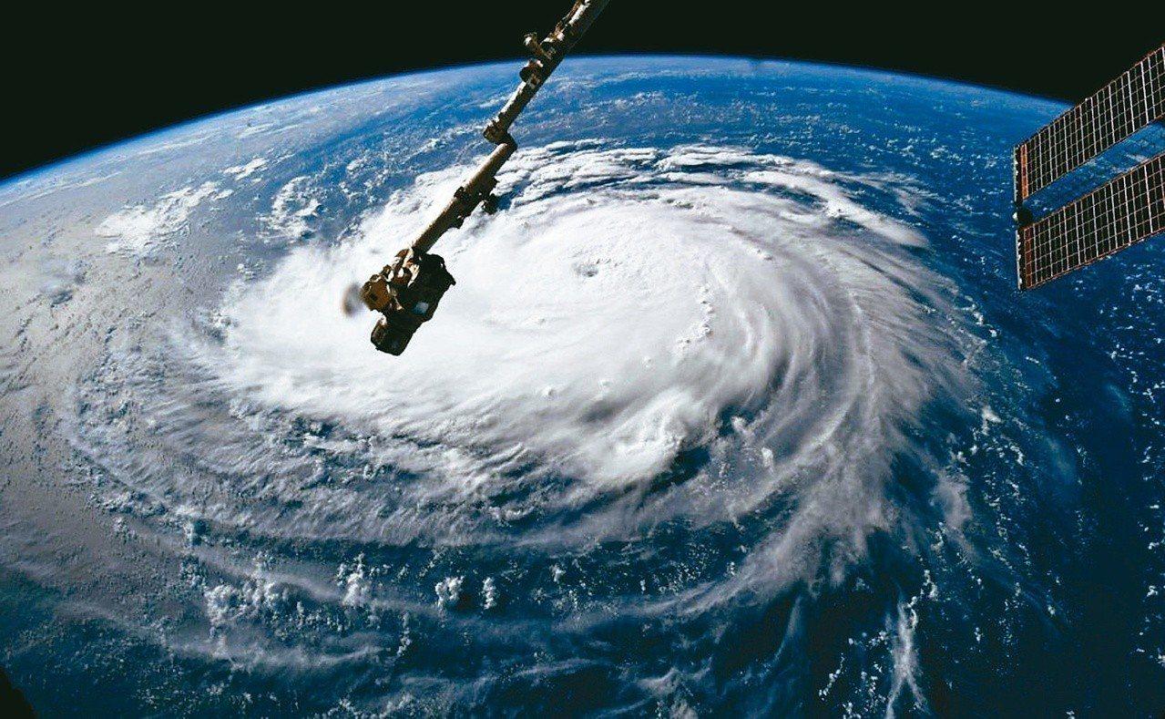 颶風佛羅倫斯威脅美國東岸,圖為國際太空站10日拍攝的照片。 路透