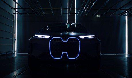 影/BMW揭示全新Vision iNext 順便一窺未來式水箱護罩