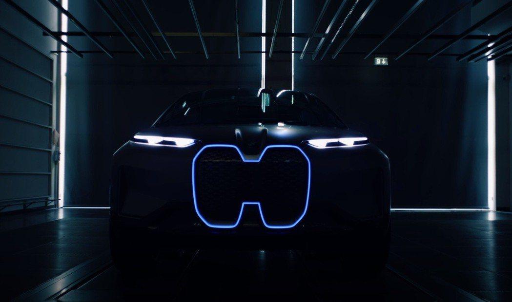 BMW Vision iNext車頭,看來一體式水箱護罩是未來BMW電動車的新標...