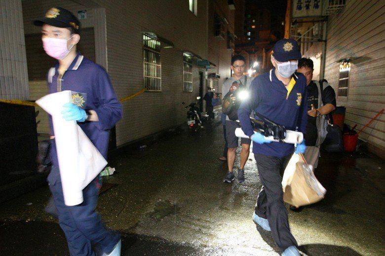 高雄前鎮日前發生一起「冰屍案」,鑑識人員連夜採證。 圖/聯合報系資料照