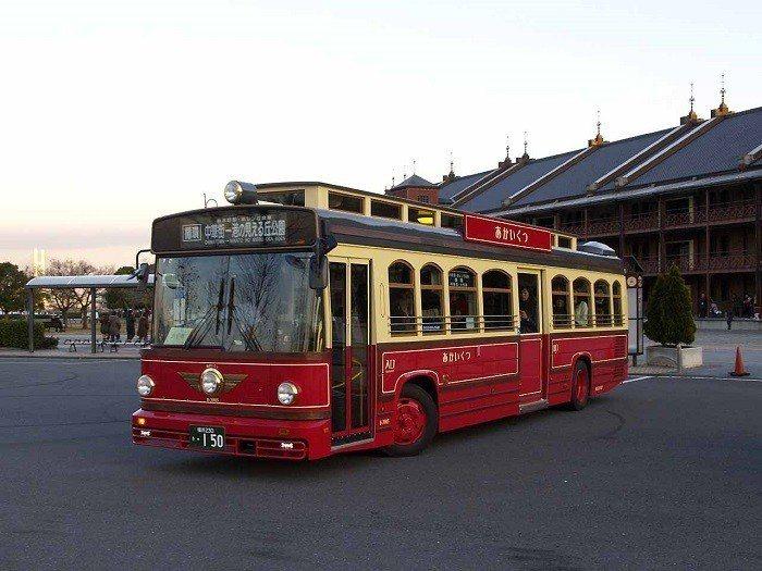 橫濱紅鞋觀光巴士。 圖/wiki
