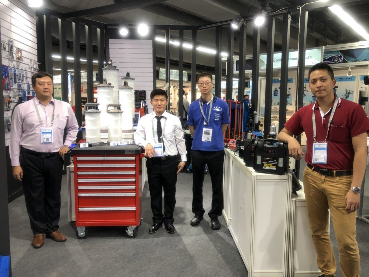 久隆機械餘攤位展出新式注油設備,介紹給全球買家。郭芳伶/攝影