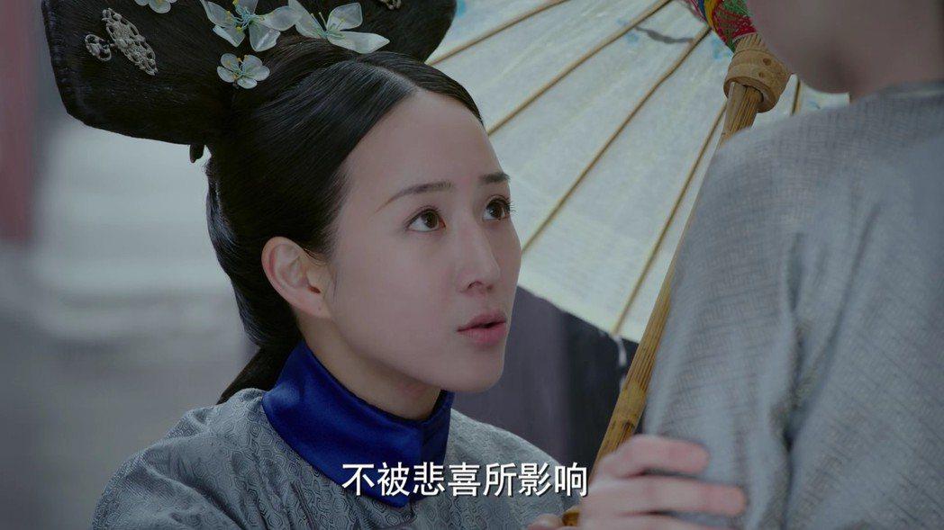 張鈞甯飾演的「海蘭」教導五阿哥幫助「如懿」。圖/截圖自愛奇藝台灣站