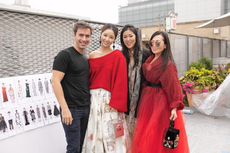 林心如(左二)成為品牌唯一受邀亞洲藝人。圖/林心如工作室提供