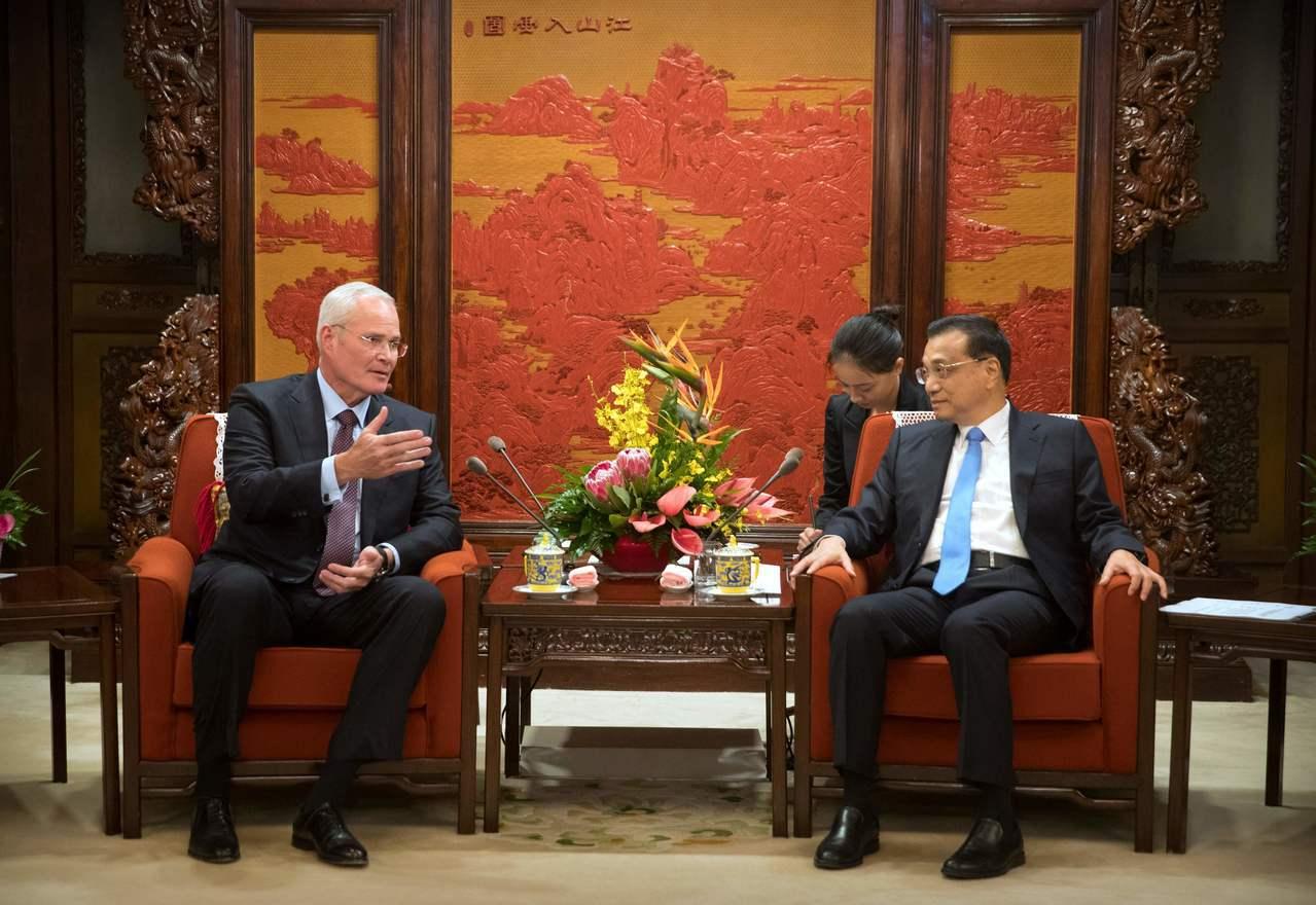 中國國務院總理李克強7日會晤美克森美孚執行長伍茲,對該公司在華南地區的大型石化案...