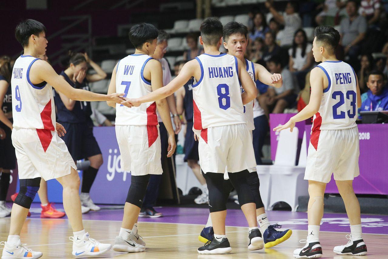 黃凡珊(右二)將加入WCBA山西隊。特派記者余承翰/雅加達攝影(資料照)