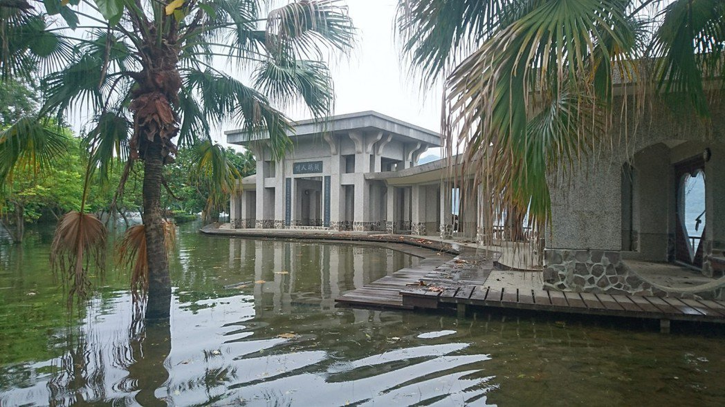 大埔鄉版的「威尼斯」,在曾文水庫大壩加高後新出現。 圖/施忠志提供