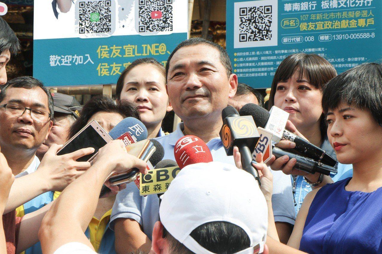 侯友宜指出,他還沒參選之前,民進黨一直希望他能夠替民進黨參選,但他參選以後,用黨...
